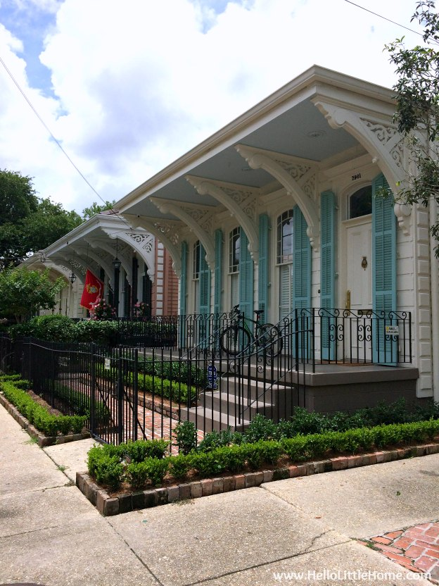 Spend a weekend in New Orleans with me! Roaming through the Garden District, one of my favorite places and definitely one of the most beautiful neighborhoods in NOLA! | Hello Little Home