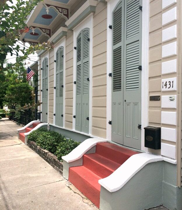 Spend a weekend in New Orleans with me! Admiring the beautiful architecture in NOLA's Marigny neighborhood! | Hello Little Home