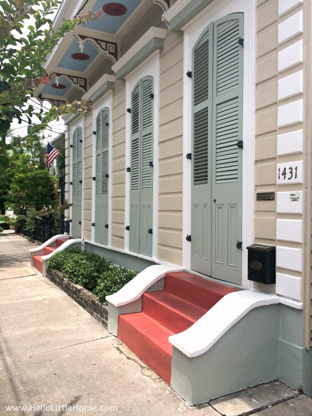 Spend a weekend in New Orleans with me! Admiring the beautiful architecture in NOLA's Faubourg Marigny neighborhood! | Hello Little Home