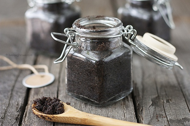 Chocolate Sugar Lip Scrub from Live Laugh Rowe, one of over 20 DIY Beauty Treatments that are full of healthy ingredients to soothe your skin, moisturize your hair, and pamper your feet! Give one as a DIY beauty gift to someone special! | Hello Little Home