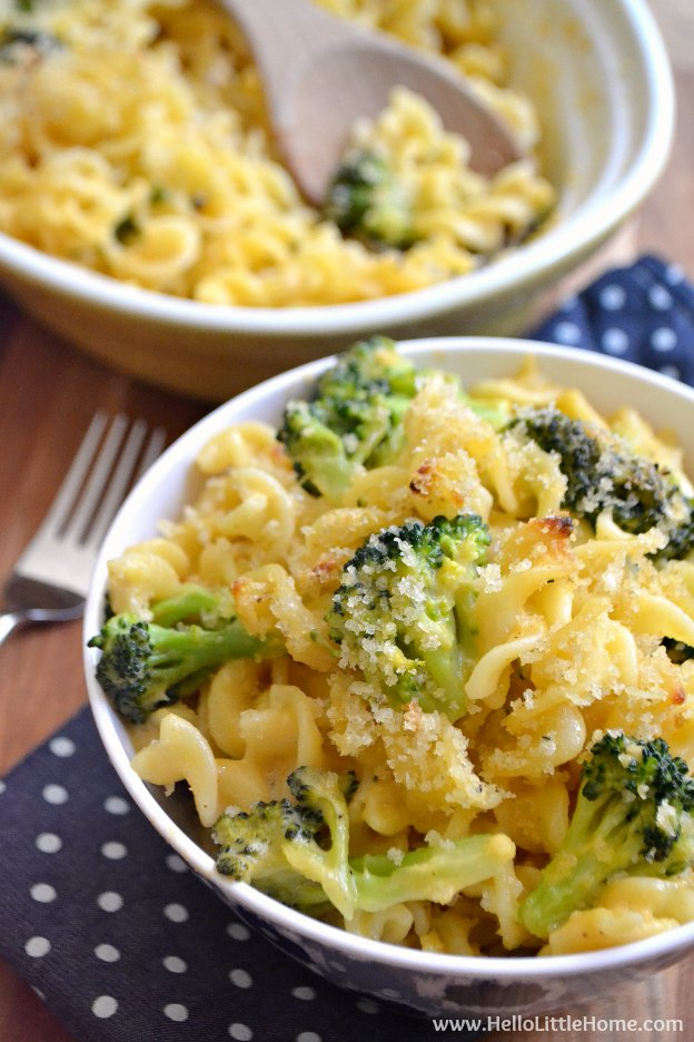 Broccoli Cheddar Mac and Cheese ... this rich and creamy pasta bake will make your whole family happy! | Hello Little Home