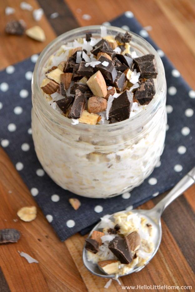 Easy Almond Joy Overnight Oats in a Jar! Learn how to make this delicious, nutricious, and timesaving breakfast recipe to free up your mornings! | Hello Little Home