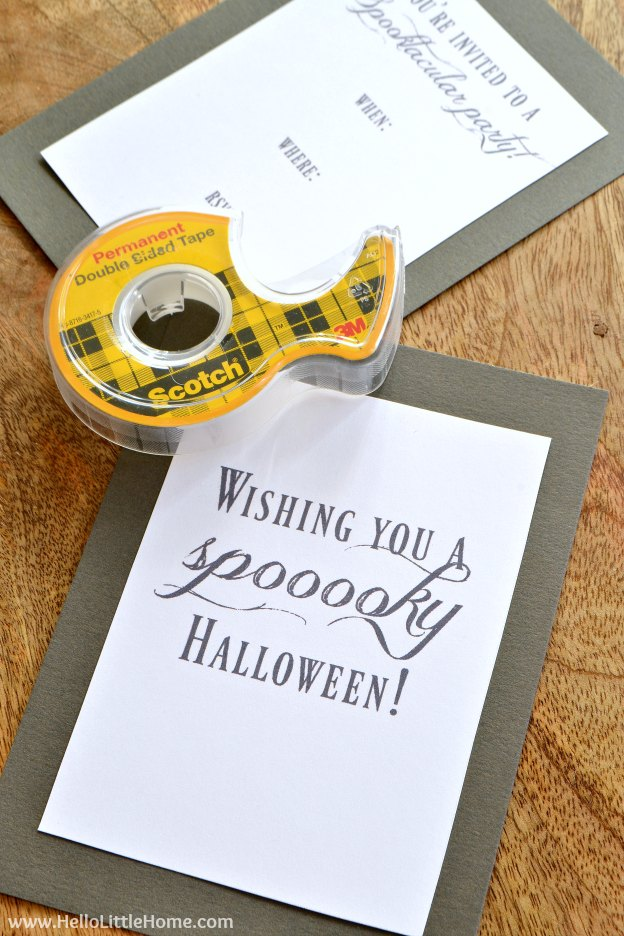 Step by step tutorial for making an adorable DIY Mummy Halloween Card or Invitation! Give one to a friend or use it for your next Halloween Party! Includes free printables! | Hello Little Home