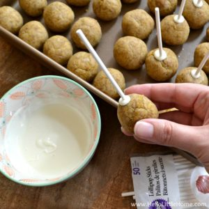 Step-by-step Pecan Pumpkin Spice Cake Pops recipe ... delicious, fall-flavored treats that are simple to make! This easy cake pop recipe is sure to become a favorite fall recipe! | Hello Little Home