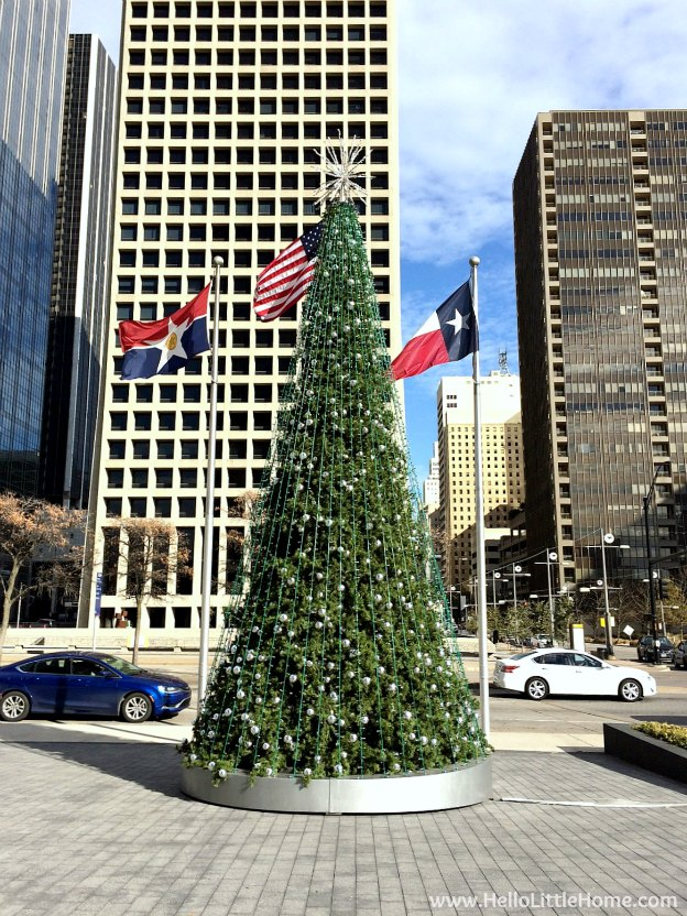 Dallas Holiday Tour 2016 ... come tour the Christmas lights and sights in Downtown Dallas with me! | Hello Little Home