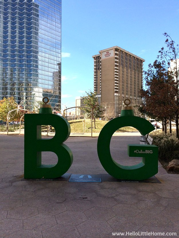 Dallas Holiday Tour 2016 ... come tour the Christmas lights and sights in Downtown Dallas with me! Belo Garden Park | Hello Little Home