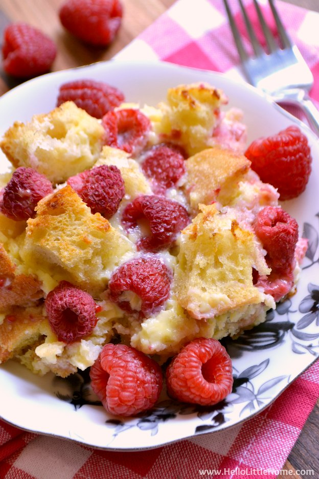 Raspberry White Chocolate Bread Pudding ... yum! Learn how to make this easy bread pudding recipe that's filled with fresh raspberries and sweet white chocolate chips ... it's perfect for Valentine's Day or anytime you're craving a sweet treat! | Hello Little Home