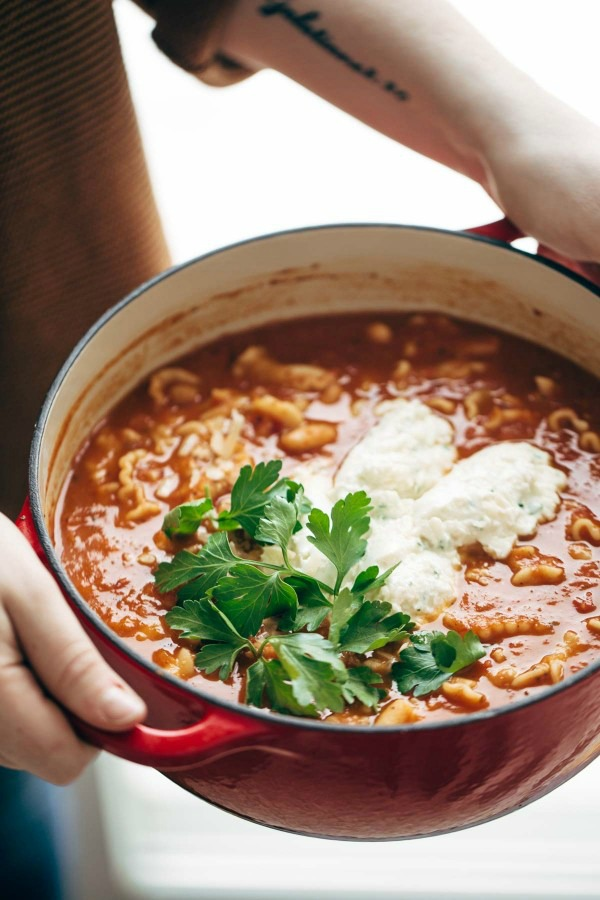 Lasagna Soup from Pinch of Yum ... one of 100 Vegetarian Game Day Recipes! Get ready for the big game with over 100 vegetarian and vegan appetizers, soups, chilis, main dishes, sandwiches, breakfast, desserts, and more that will make your next football watching party unforgettable! | Hello Little Home