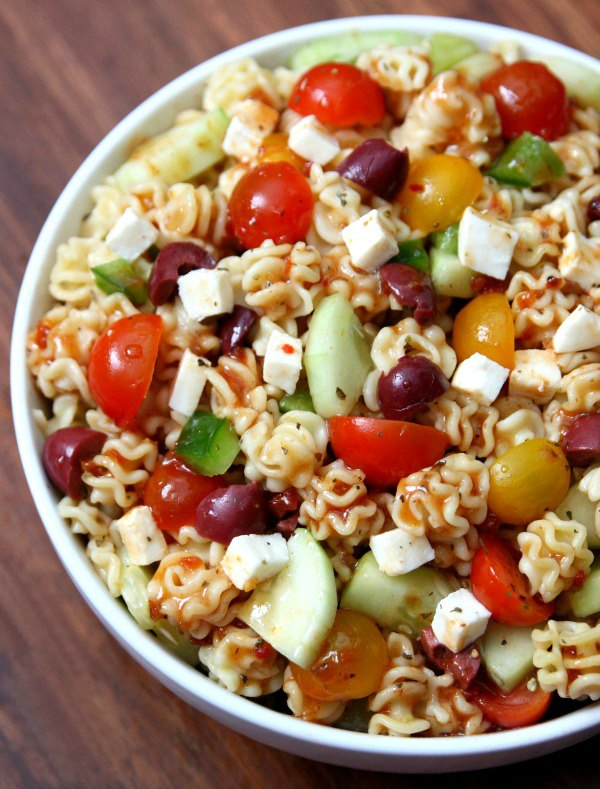 Sundried Tomato Pasta Salad from Happy Go Lucky ... one of 100 Vegetarian Game Day Recipes! Get ready for the big game with over 100 vegetarian and vegan appetizers, soups, chilis, main dishes, sandwiches, breakfast, desserts, and more that will make your next football watching party unforgettable! | Hello Little Home