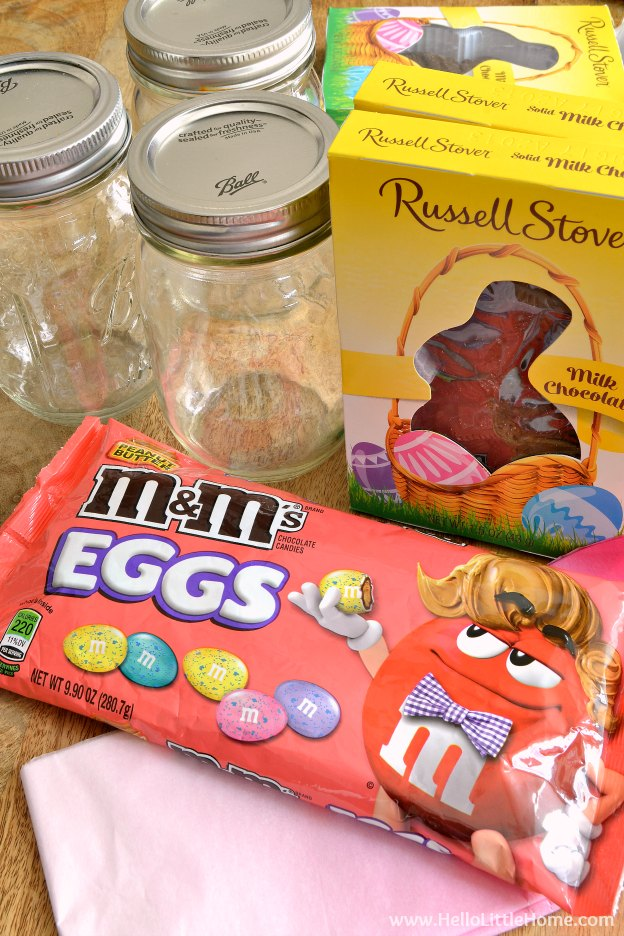Step by step tutorial for Mason Jar Easter Baskets ... a cute gift idea that takes minutes to make! This fun mason jar craft idea for Easter is the perfect way to decorate a tablescape, give as a favor, or just brighten someone's day! | Hello Little Home