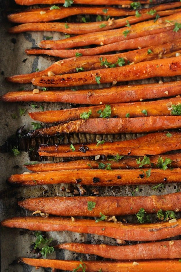 150+ Vegetarian Easter Recipes that are perfect for your holiday dinner or brunch, including these Balsamic Roasted Carrots from Healthy Liv! Find tons of vegetarian and vegan recipe ideas - from healthy appetizers to decadent desserts - that your whole family will love! Hello Little Home