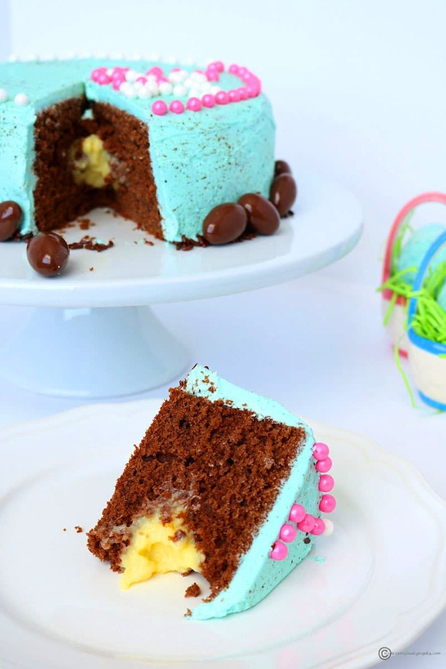 150+ Vegetarian Easter Recipes that are perfect for your holiday dinner or brunch, including this Speckled Easter Egg Cake from Revi's Foodography! Find tons of vegetarian and vegan recipe ideas - from healthy appetizers to decadent desserts - that your whole family will love! Hello Little Home