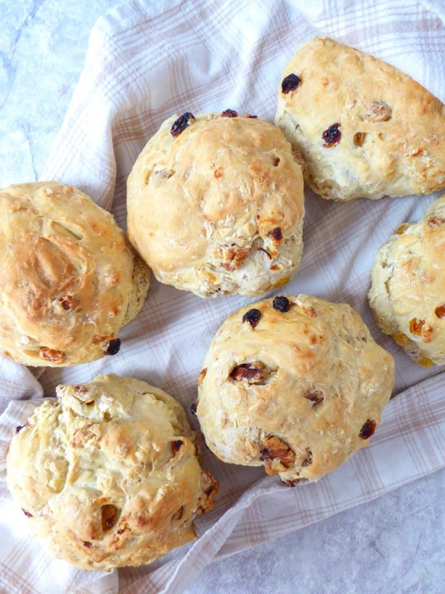 150+ Vegetarian Easter Recipes that are perfect for your holiday dinner or brunch, including this Walnuts and Raisins Bread from My Organic Diary! Find tons of vegetarian and vegan recipe ideas - from healthy appetizers to decadent desserts - that your whole family will love! Hello Little Home