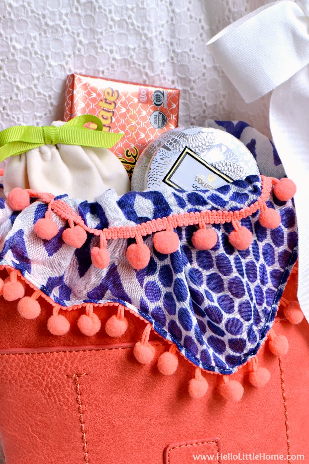 How to make a DIY Purse Gift Basket ... the perfect present for any woman! This unique gift basket idea is ideal for moms, girlfriends, bridesmades, and more! Makes a fun and creative gift for Mother's Day, a thank you, birthdays, and other holidays!   Hello Little Home