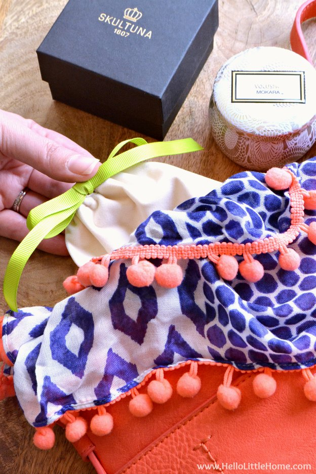 How to assemble a DIY Purse Gift Basket ... the perfect present for any woman! This unique gift basket idea is ideal for moms, girlfriends, bridesmades, and more! Makes a fun and creative gift for Mother's Day, a thank you, birthdays, and other holidays!   Hello Little Home