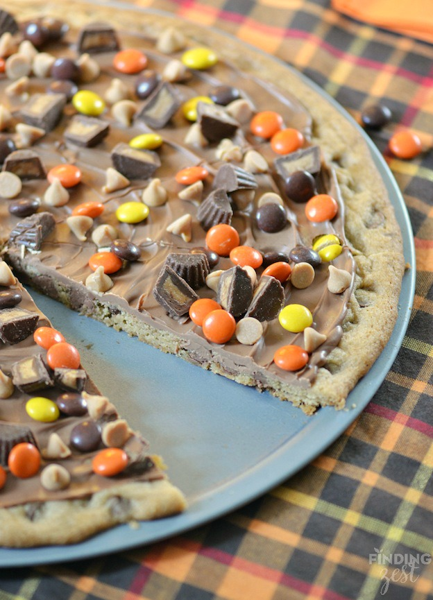 The ultimate Birthday Cake Alternatives roundup ... over 70 delicious recipes perfect for adults and for kids alike, including this Peanut Butter Chocolate Cookie Pizza from Finding Zest! These fun dessert ideas range from healthy to decadent. Awesome non cake birthday ideas your whole family will love! | Hello Little Home