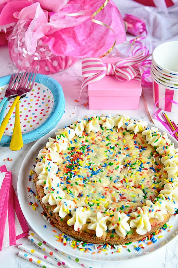 The ultimate Birthday Cake Alternatives roundup ... over 70 delicious recipes perfect for adults and for kids alike, including this Sugar Cookie Cake from Tidy Mom! These fun dessert ideas range from healthy to decadent. Awesome non cake birthday ideas your whole family will love! | Hello Little Home