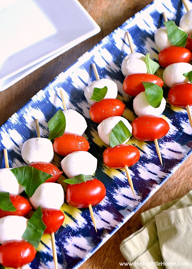 These Caprese Salad Skewers recipe ... the perfect party appetizer and take minutes to make! | Hello Little Home