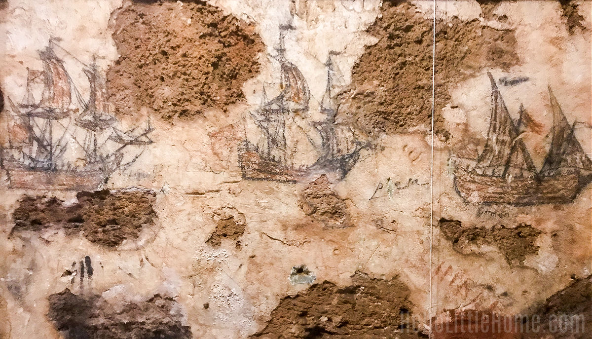 Drawings on the wall in a dungeon at Castillo San Cristóbal.
