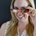 How to Watch a Solar Eclipse! Planning to view the 2017 total solar eclipse that's crossing the USA on August 21? Get tips for finding the best viewing locations, ordering viewing glasses (+ other ways to safely view it), and more resources! | Hello Little Home