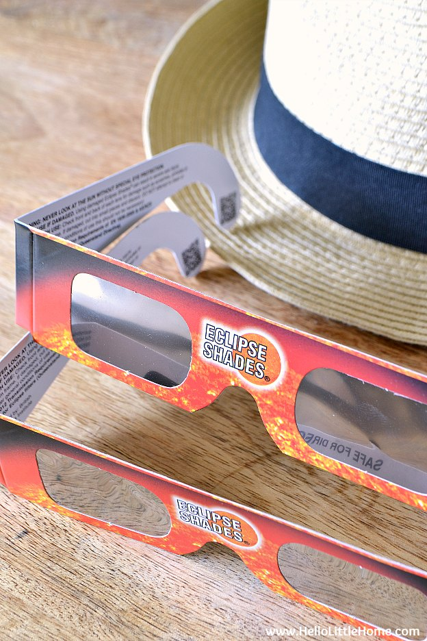 Eclipse Glasses | How to Watch a Solar Eclipse! Planning to view the 2017 total solar eclipse that's crossing the USA on August 21? Get tips for finding the best viewing locations, ordering viewing glasses (+ other ways to safely view it), and more resources! | Hello Little Home