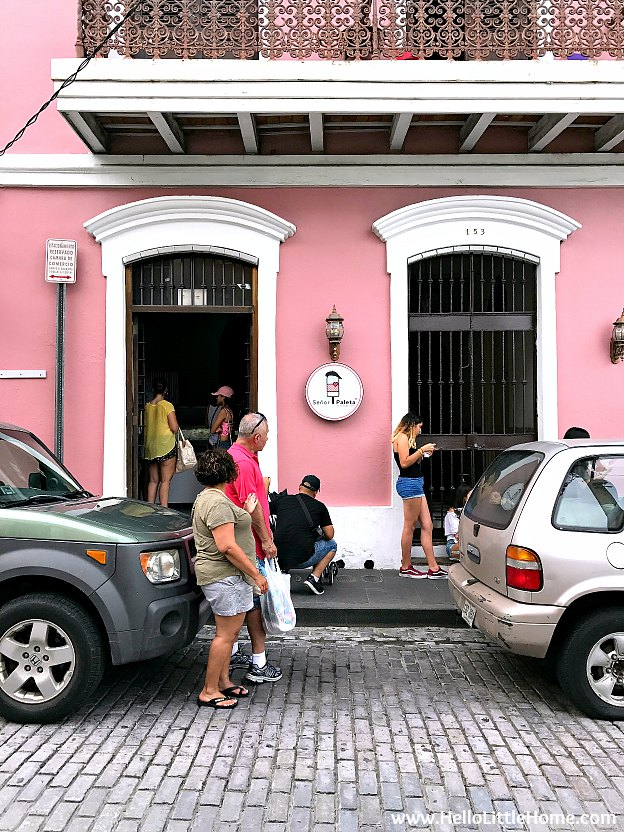 Line outside Señor Paleta in Old San Juan | Hello Little Home