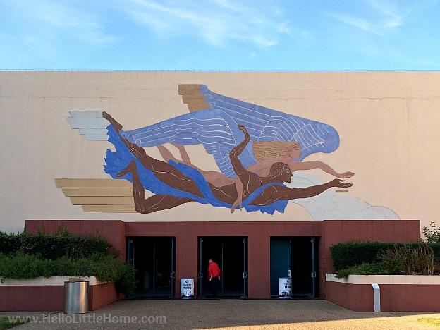 Mural on an art decor building at Fair Park | Hello Little Home