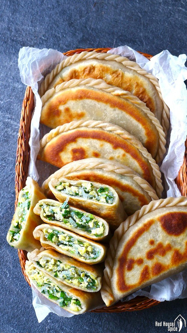 Chinese Chive Pockets served in a backet on a blue table.