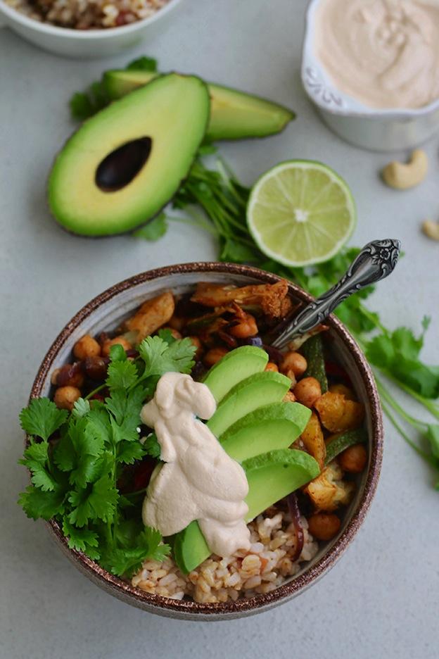 Vegan Sheet Pan Fajita Bowls from The Muffin Myth ... one of 100+ Vegetarian Comfort Food Recipes | Hello Little Home