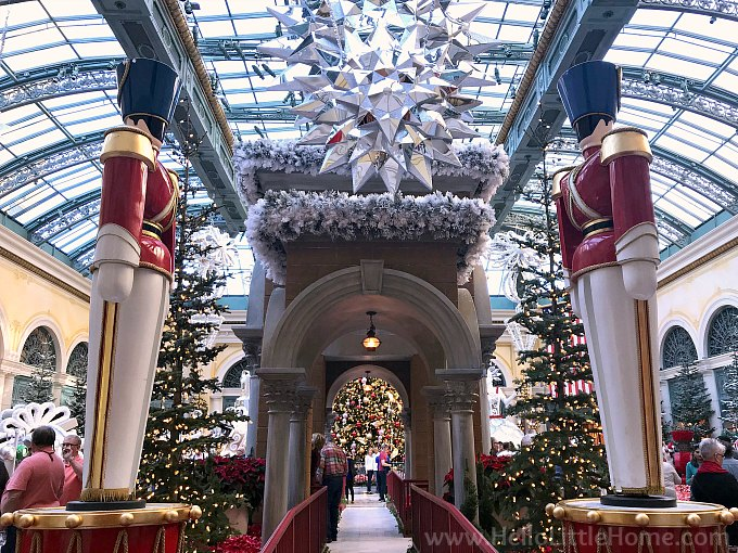 Christmas in Las Vegas: Drummer Statues in the Bellagio Conservatory and Botanical Garden