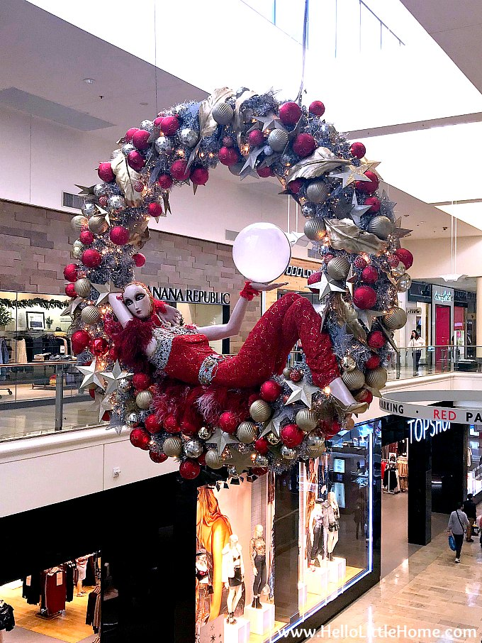 a giant christmas wreath at fashion show mall on the las vegas strip - Las Vegas Christmas Decorations