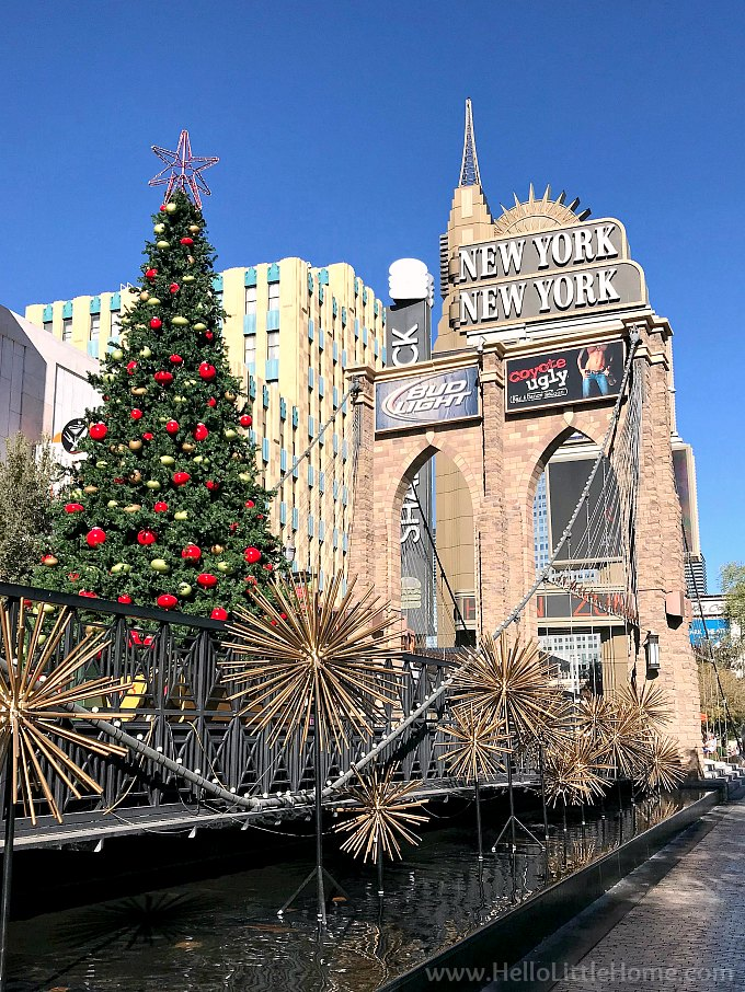 Christmas Tree by the Brooklyn Bridge at the New York, New York Casino in Las Vegas