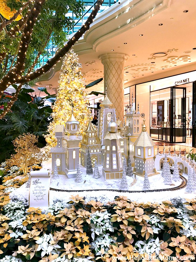 winter wonderland display at the wynn hotel in las vegas at christmas time - Las Vegas Christmas Decorations