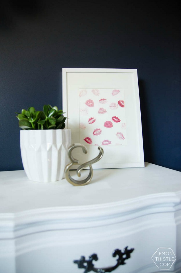 Cute DIY Kisses Wall Art makes a fun Valentine's Day decoration for the home.