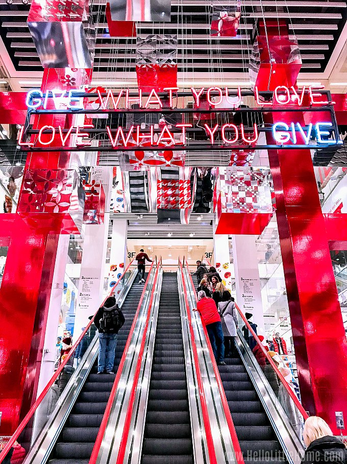 NYC Christmas Windows and Decorations: Uniqlo