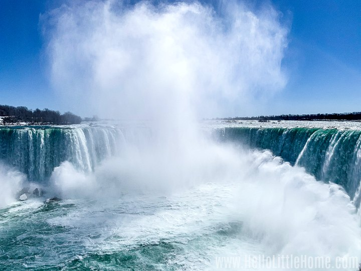 A panoramic view of Horseshoe Falls in Canada.